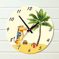 """Настенные часы в детскую - """"Жираф пол пальмой"""" (на пластике)"""