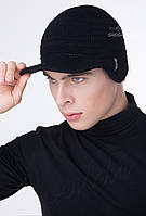 Мужская вязаная шапка с козырьком