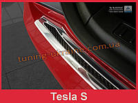 Защитная накладка на задний бампер с загибом и бортиком на Tesla Model S Liftback сталь+carbon 2012-2017