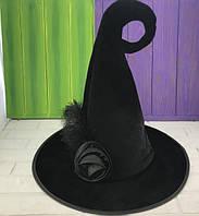 Карнавальная шляпа роза с пером черная