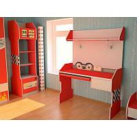 Компьютерный стол красного цвета в детскую комнату