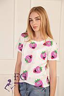 """Летняя женская футболка """"Crazy berry"""" белый+принт, 42-46 (универсальный)"""