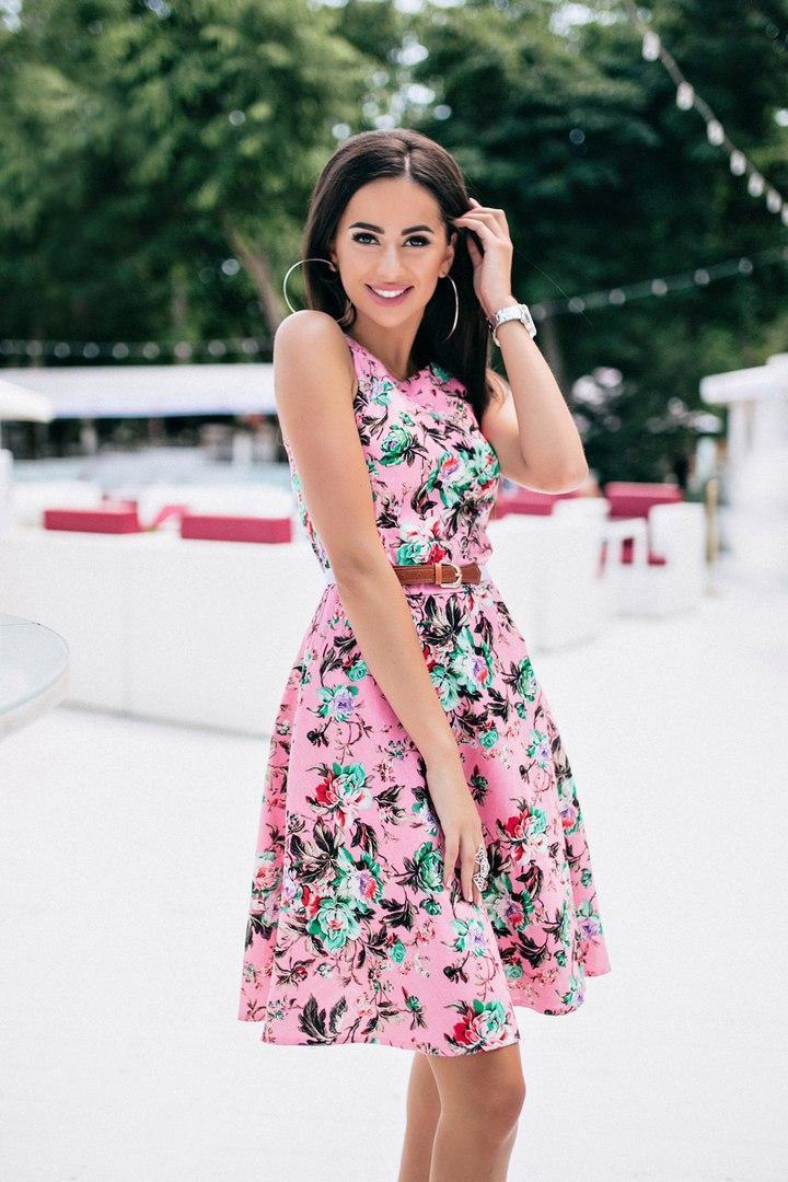 Милое платьеце в цветочный принт с поясом