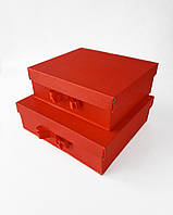 Квадратный большой комплект новогодних коробок ручной работы однотонного красного цвета