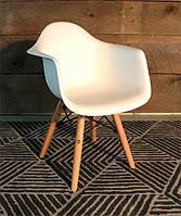 Детское кресло AC-0119W Eames DAWArmchair Kids белый пластик, деревянныеноги, дизайн Charles & Ray Eames