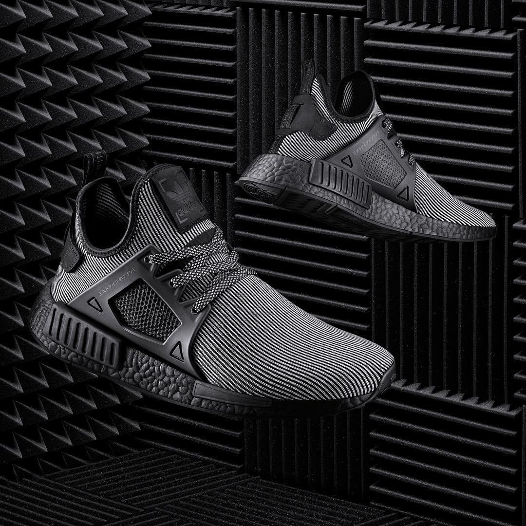 Кроссовки мужские Adidas NMD Runner PK полосатые черно/белые