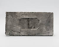 Декоративный кирпич с клеймом L. серый
