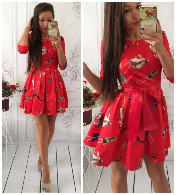 Стильное приталенное платье