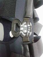 Ортез коленного сустава неопреновый шарнирный с регулируемым углом сгибания (закрытый) черный Алком 4032