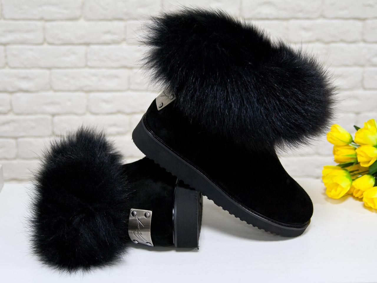 Женские ботинки в стиле UGG из натуральной замши черного цвета.