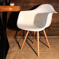 Кресло AC-018W Eames DSW белое пластиковое на буковых ножках, Реплика на Eames DAW Chair