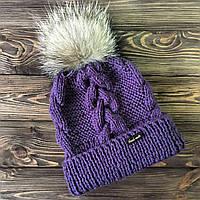 Фиолетовая шапка с узором из косичек ручной работы и меховым балабоном MoziOne