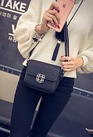 Женская  сумка клатч через плечо с брошкой Черный