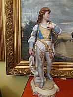 Фарфоровая статуэтка Вельможа  сер.ХХ-го века Австрия бисквит