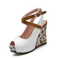 Для женщин Удобная обувь Босоножки Лакированная кожа Полиуретан Лето Для праздника Удобная обувь Босоножки Пряжки На танкеткеБелый 05022428