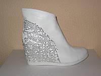 """Белые кожаные женские ботинки на танкетке от производителя ТМ """"Maestro"""", фото 1"""