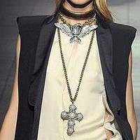 Кулоны, подвески, цепочки, наборы украшений.