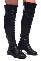 Женские сапоги выше колена на низком ходу