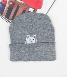 Зимняя брендовая шапка серого цвета с нашивкой мужская женская унисекс