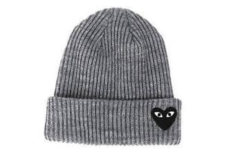 Зимняя стильная шапка серого цвета с логотипом мужская женская унисекс