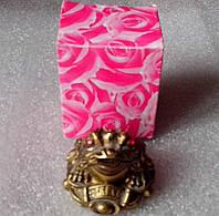 Денежная жабка золотая с монеткой из камня крошка
