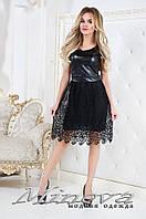 Короткое вечернее платье, размер 42, 44, 46. Ткань эко-кожа, украшено кружевом-макраме.