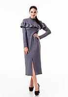 Платье трикотажное теплое удлиненное с воланом по груди. Модель П103_темно-серый цветочек., фото 1