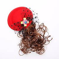 Заколка детская Шляпка красная с шиньоном d-13см