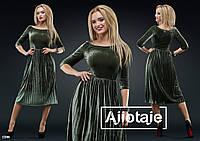 Элегантное бархатное платье с вырезом-лодочка