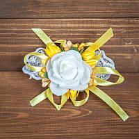 Свадебная бутоньерка на руку в желтых тонах (арт. BUT-H-009)