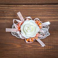 Свадебная бутоньерка на руку в персиковых тонах (арт. BUT-H-111)