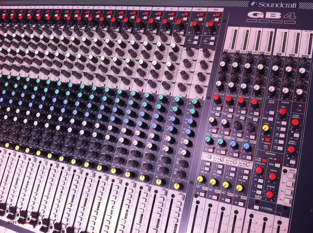 Soundcraft GB4 24 – профессиональная микшерная консоль