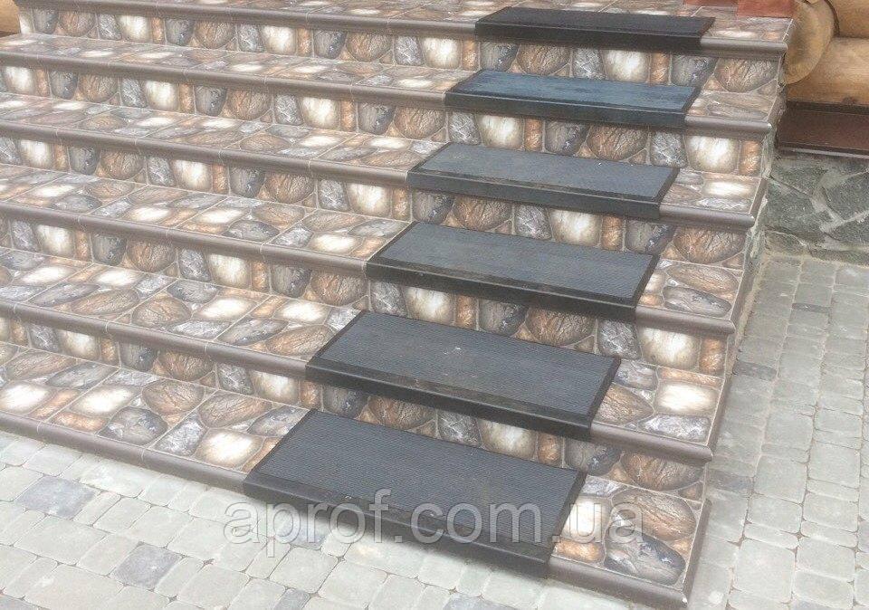 Противоскользящая резиновая накладка на ступени