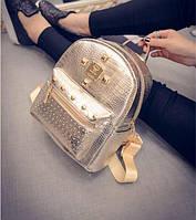 Женский рюкзак лаковый под рептилию, модный и стильный.