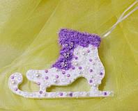 Елочная игрушка Фигурный конек с полубусинками и камнями