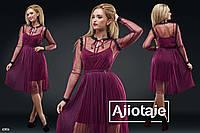 Платье украшенное кружевом с плиссированной юбочкой-марсала.
