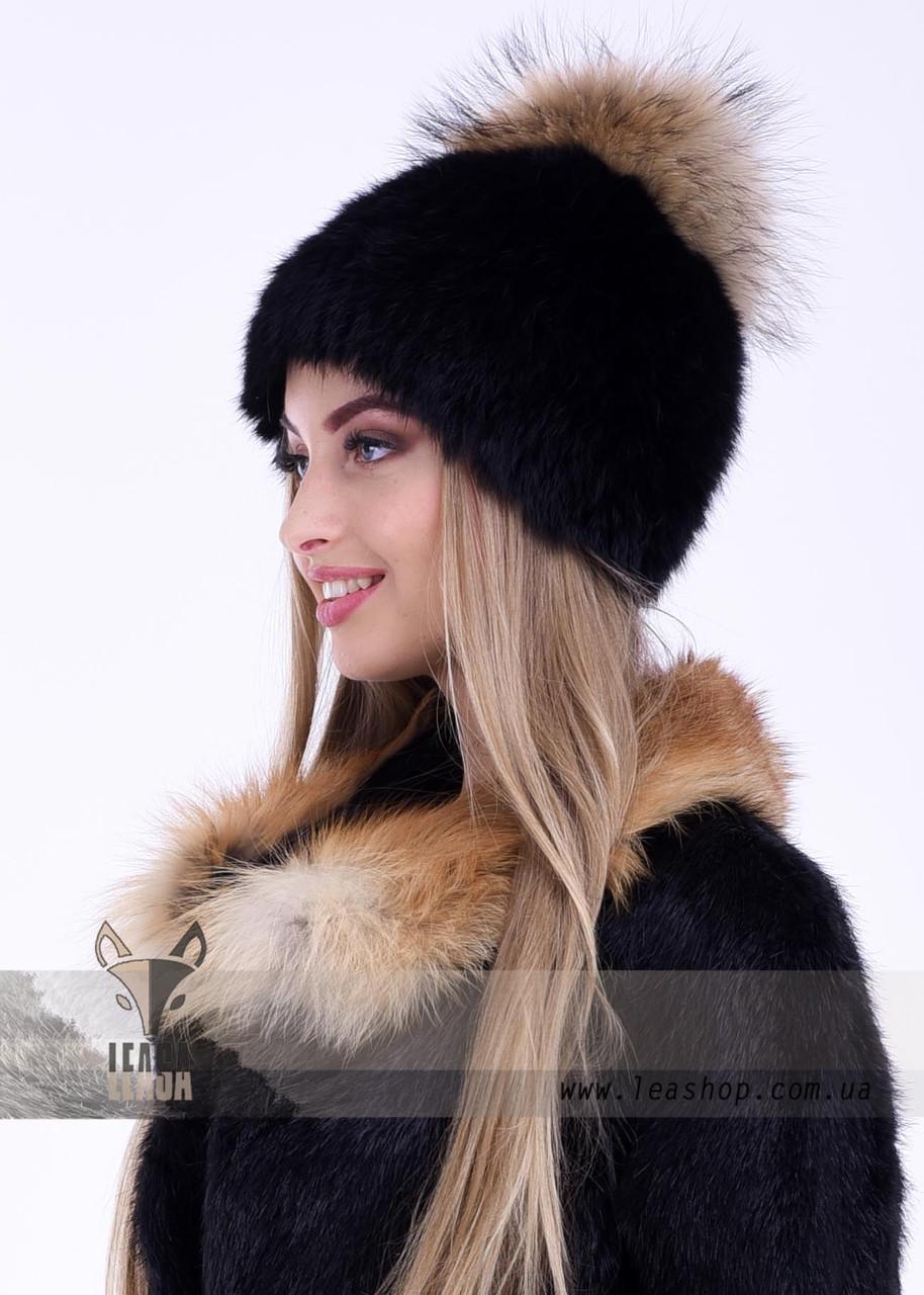 Женская зимняя шапка черная с бубоном