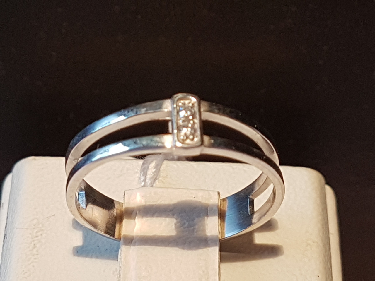 Серебряное кольцо с фианитами. Артикул 10029р 14