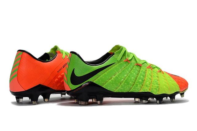 Футбольные бутсы Nike Hypervenom Phantom III FG