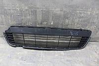 Решетка в бампере передняя Toyota Yaris 2011-2014