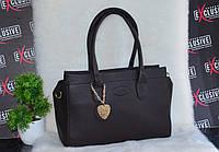 Женская коричневая сумка с сердечком.