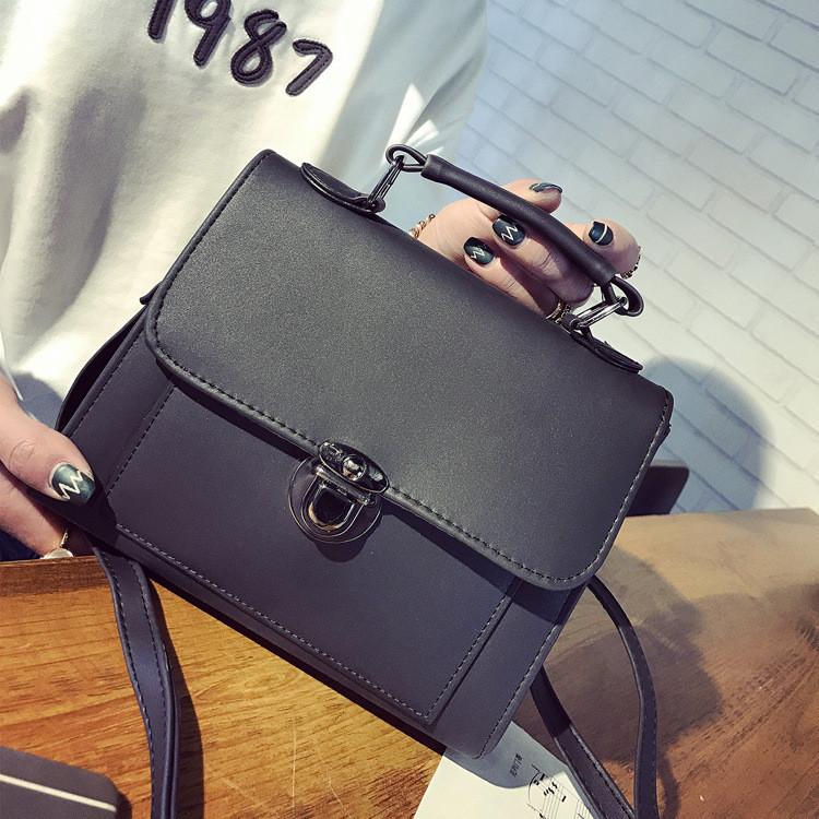 968e408d3a69 Женская сумочка с ручкой через плече черная купить по выгодной цене ...
