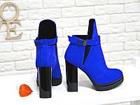 Ботинки ярко синего цвета на высоком устойчивом каблуке из натуральной кожи хит сезона
