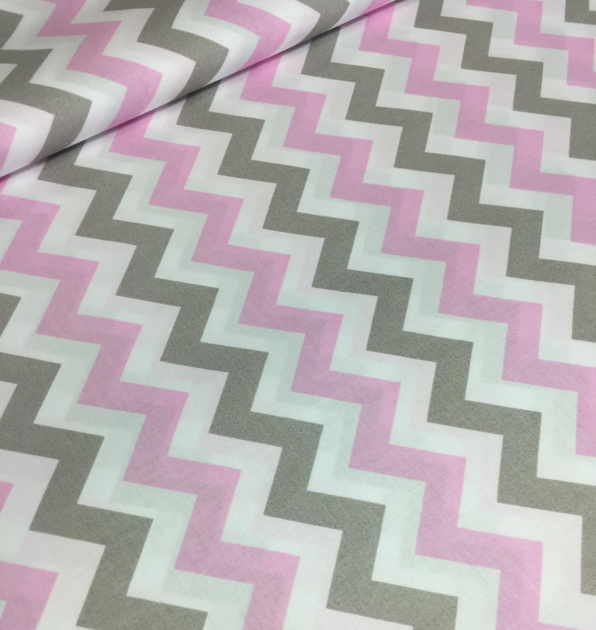 Бавовняна тканина польська зигзаг рожево-сірий широкий на білому №375