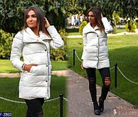 Зимняя женская дутая куртка до колен на кнопках белого цвета. Арт - 18382