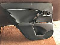 Обшывка двери Toyota Avensis t27