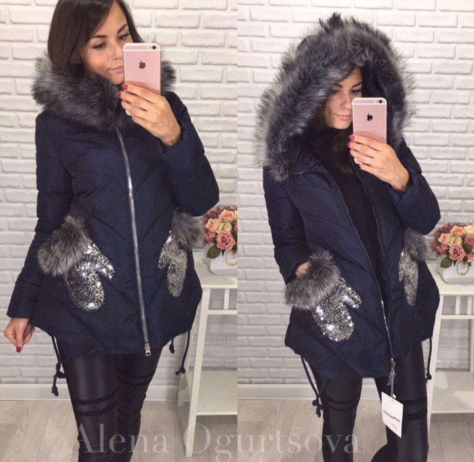 Красивая зимняя куртка с карманами варежками из пайётки и меха.