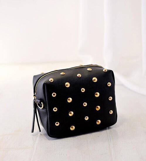 0513e2048317 Женская сумочка маленькая черная с заклепками купить по выгодной ...