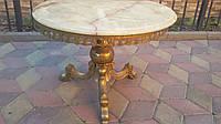 Шикарный, круглый журнальный столик из оникса и латуни (вторая половина XX века)
