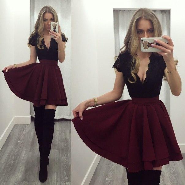 Платье с пышной юбкой и красивым декольте.